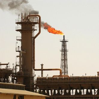 A general view shows Iraq's largest oil refinery in the northern town of Baiji 05 August 2003.