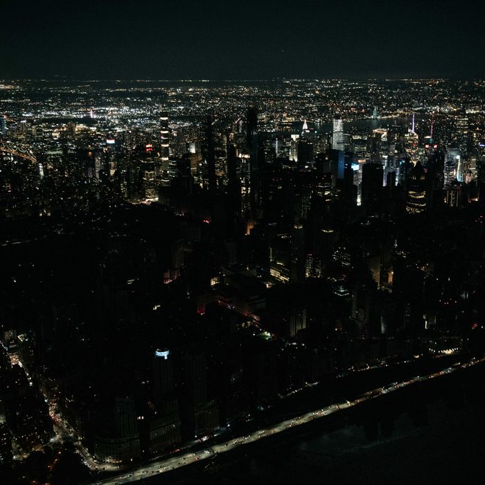 Manhattan Power Outage Shuts Down Subways, Stores, Landmarks