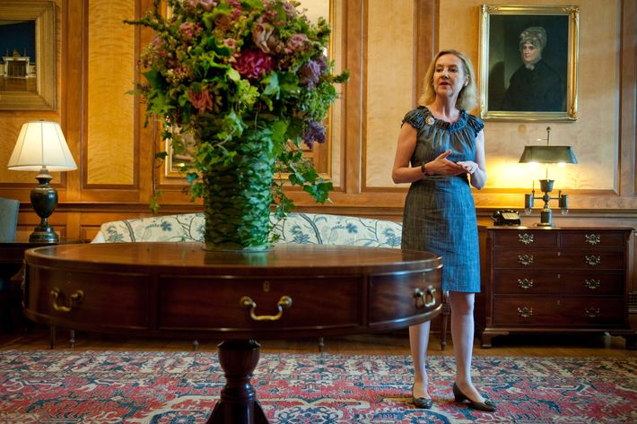 WASHINGTON, DC -MAY  27:  White House florist Laura Dowling examines a floral arrangement in the East Reception Room. Photos were taken  on May 26, 2010 in Washington, D.C.  (Photo by Marvin Joseph /The Washington Post via Getty Images)