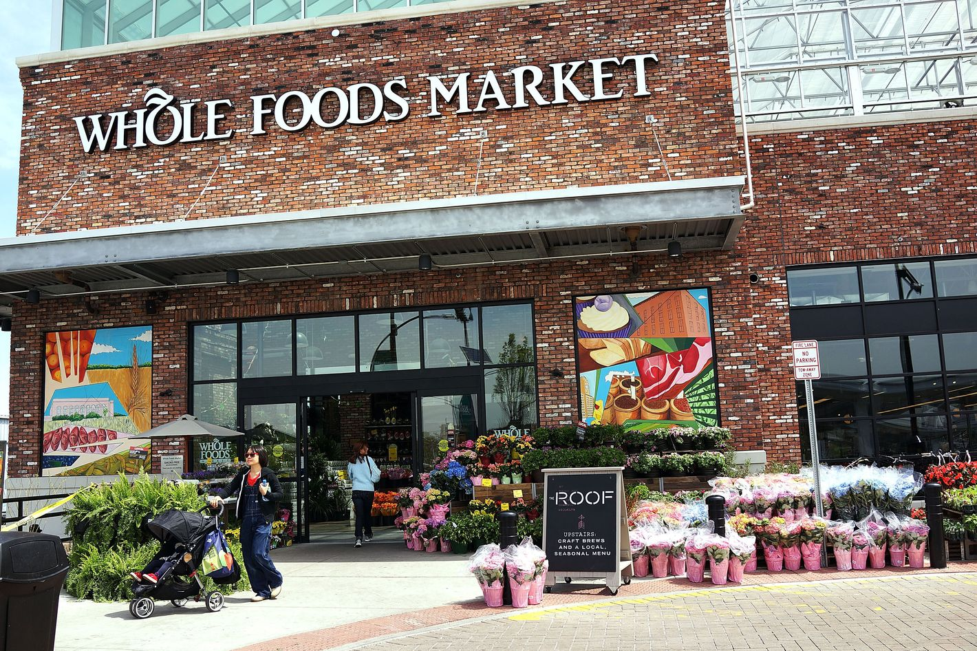 Investors Propose Selling Whole Foods to Amazon or Kroger