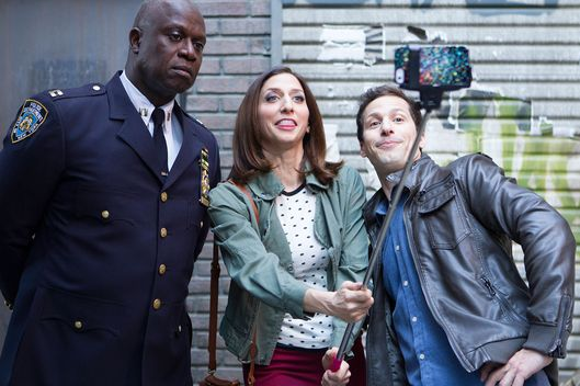 "BROOKLYN NINE-NINE: (L-R) Capt. Holt (Andre Braugher), Gina (Chelsea Peretti) and Jake (Andy Samberg)  in the ""The Oolong Slayer"" episode of BROOKLYN NINE-NINE airing Sunday, Oct. 18 (8:30-9:00 PM ET/PT) on FOX. ©2015 Fox Broadcasting Co. CR: John P Fleenor/FOX."