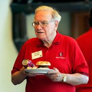 Warren Buffett heads to his table with his meal during lunch at the annual Allen and Co.'s media conference Wednesday, July 11, 2007, in Sun Valley, Idaho.