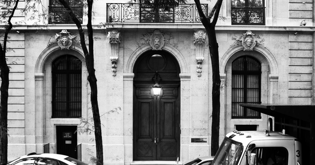 The Décor in Jeffrey Epstein's NYC Townhouse Is the Stuff of Nightmares