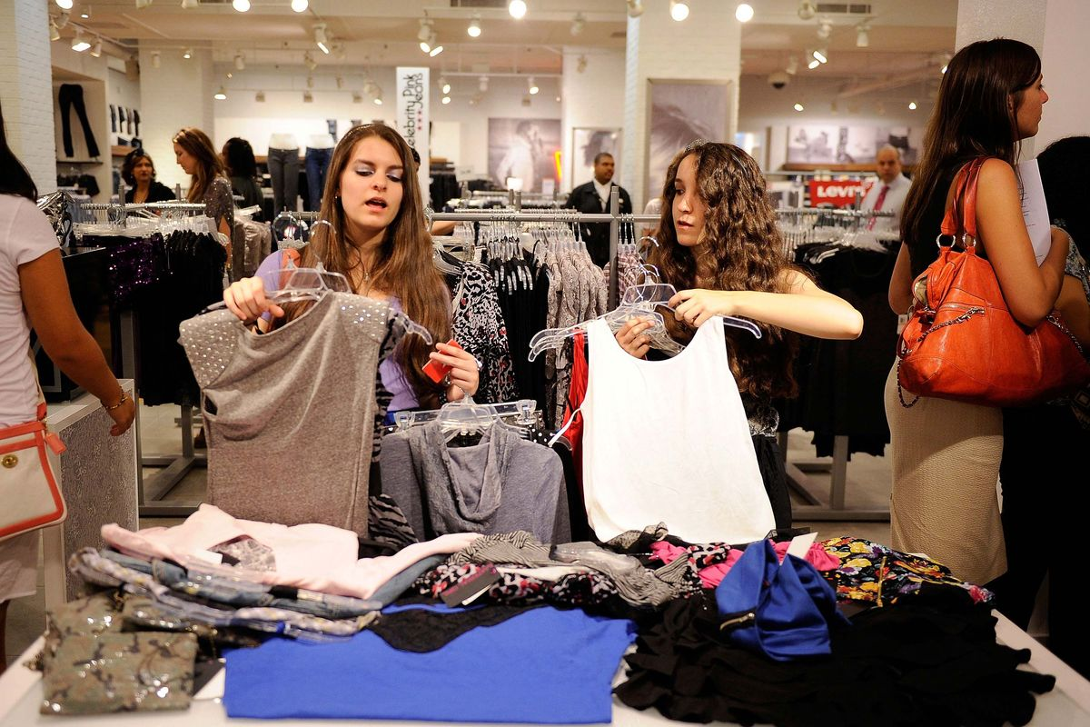 Showing 10,+ Teen Girls' Clothes Shopping for your trendsetter is easy with ShopStyle's selection of the hottest teen and junior brands. Leading labels include American Eagle Outfitters, BB Dakota, BCBGeneration, Betsey Johnson, Dolce Vita, Free People, Hurley, Jessica Simpson, Kensie, and Quiksilver.