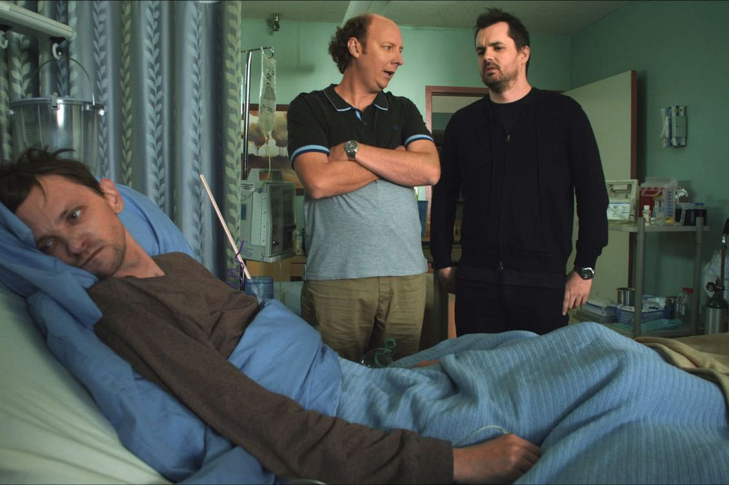 LEGIT -- Pilot -- Episode 1 (Series Premiere, Airs Thursday, January 17, 10:30 pm e/p) -- Pictured: (L-R) D.J. Qualls as Billy, Dan Bakkedahl as Steve, Jim Jefferies as Jim