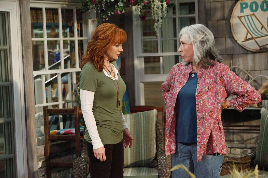 Tv review malibu country vulture for How many kids does reba mcentire have