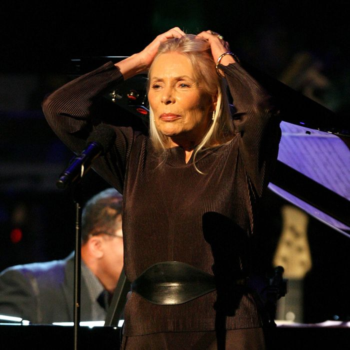 Recording artist Joni Mitchell perform at the Kodak Theatre on October 28, 2007 in Los Angeles, California.