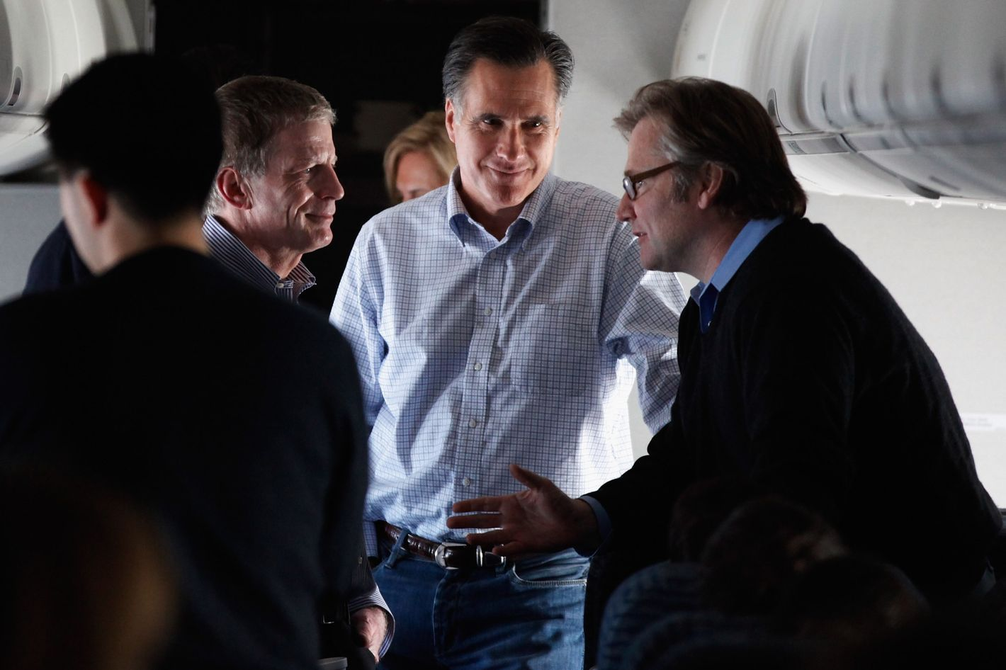 Republican presidential candidate and former Massachusetts Governor Mitt Romney (C) talks with campaign advisors Stuart Stevens (L) and Eric Fehrnstrom on a chartered airplane after departing Des Moines, Iowa, January 4, 2012 while en route to Manchester, New Hampshire.