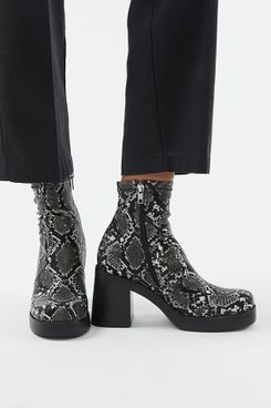 Steve Madden UO Exclusive Hooper Platform Boot