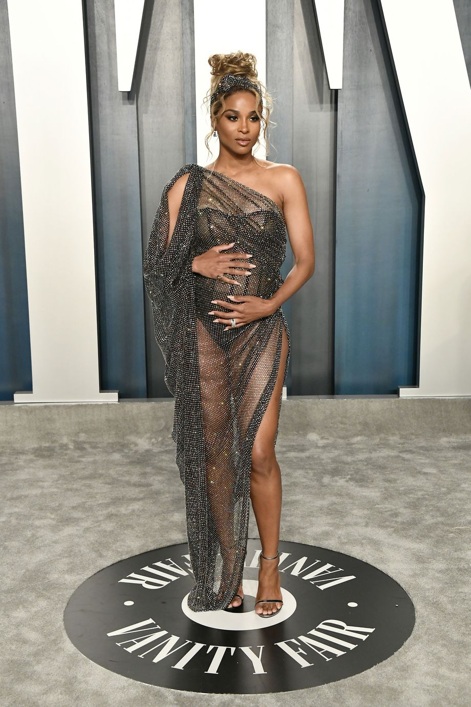 17 Great Outfits From The Vanity Fair Oscars Party