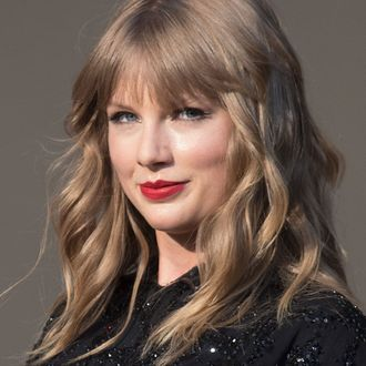 Taylor swift had a low key fourth of july rip her parties taylor swift spent a low key fourth of july with joe alwyn rip her parties stopboris Image collections