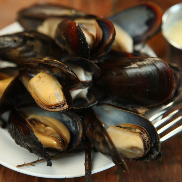Grilled mussels at Roebling Tea Room.