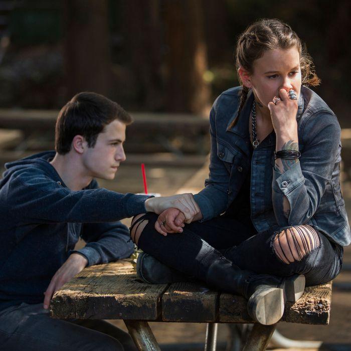 13 reasons why recap season 2 episode 2 two girls kissing