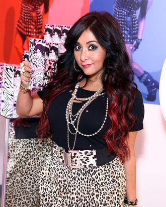 Snooki with her perfume.