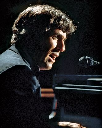 UNSPECIFIED - JANUARY 01: Photo of Burt BACHARACH; Burt Bacharach performing on stage, (Photo by David Redfern/Redferns)