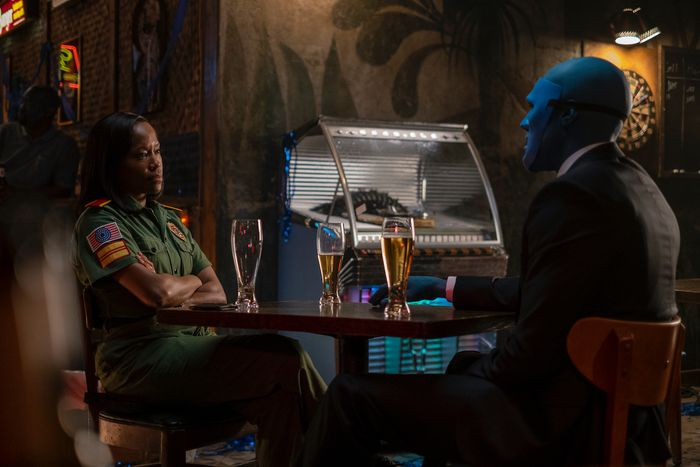 Angela (Regina King) and Doctor Manhattan (Yahya Abdul-Mateen II) in HBO's Watchmen.