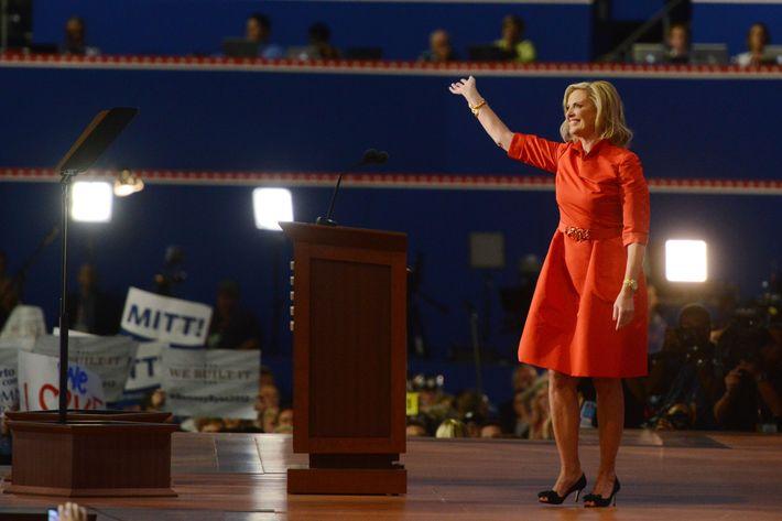 Ann Romney in Oscar de la Renta