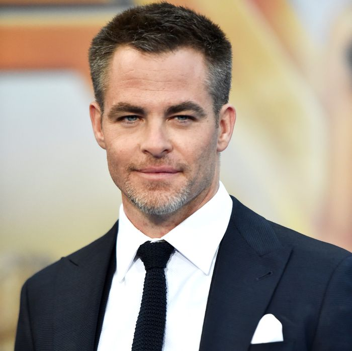 chris pine acknowledges men are not all that smart