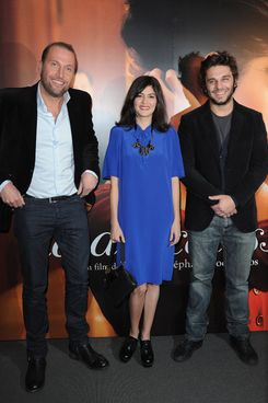 PARIS, FRANCE - DECEMBER 13:  Francois Damiens (L) and Audrey Tautou (C) and Pio Marmai (R) attend 'La Delicatesse' Paris Premiere on December 13, 2011 in Paris, France.  (Photo by Pascal Le Segretain/Getty Images)