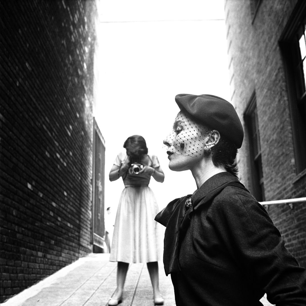 13d2640b 20 Vintage Photos of Beautiful Women in Veils