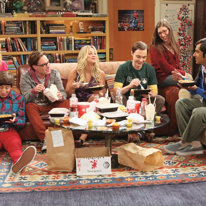 """???€?œThe Re-Entry Minimization???€? -- Game Night turns into a battle of the sexes, on THE BIG BANG THEORY, Thursday, Oct. 18 (8:30 ???€?"""" 9:00 PM, ET/PT) on the CBS Television Network. From left to right ???€?"""" Bernadette (Melissa Rauch), Wolowitz (Simon Helberg), Leonard (Johnny Galecki), Penny (Kaley Cuoco), Sheldon (Jim Parsons), Amy (Mayim Bialik), Koothrappali (Kunal Nayyar). Photo: Michael Yarish/Warner Bros. ?'??2012 Warner Bros. Television. All Rights Reserved."""
