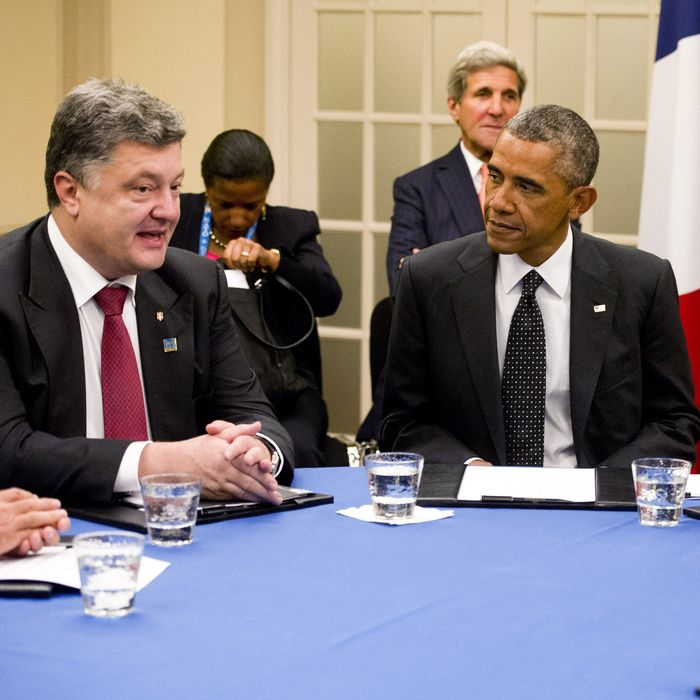 (From L-R) Ukrainian President Petro Poroshenko, US President Barack Obama, British Prime Minister David Cameron and Italian Prime Minister Matteo Renzi hold a meeting on the situation in Ukraine at the Celtic Manor Resort during the 2014 NATO Summit, in Newport, Wales, on September 4, 2014.