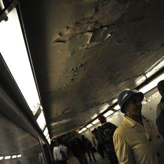 New York commuters make their way throug