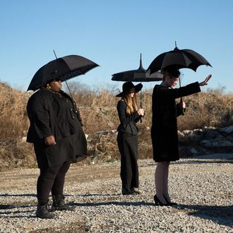 AMERICAN HORROR STORY: COVEN The Seven Wonders - Episode 313 (Airs Wednesday, January 29, 10:00 PM e/p) --Pictured: (L-R): Gabourey Sidibe as Queenie, Taissa Farmiga as Zoe, Sarah Paulson as Cordelia -- CR. Michele K. Short/FX