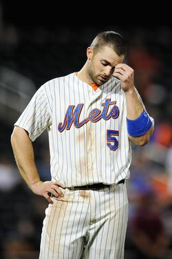 NEW YORK, NY - SEPTEMBER 27:  David Wright #5 of the New York Mets reacts after hitting a ground ball out to the shortstop in the twelfth inning of a game against the Cincinnati Reds at Citi Field on September 27, 2011 in the Flushing neighborhood of the Queens borough of New York City.  (Photo by Patrick McDermott/Getty Images)