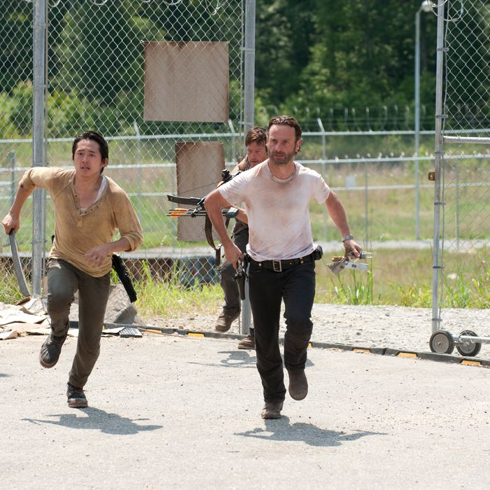 Glenn (Steven Yeun), Daryl Dixon (Norman Reedus) and Rick Grimes (Andrew Lincoln) - The Walking Dead - Season 3, Episode 4.