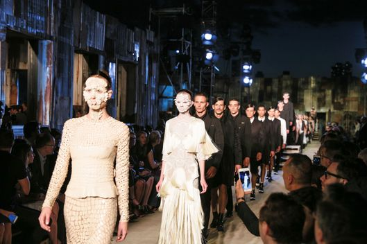 GIVENCHY: SS16 RUNWAY SHOW