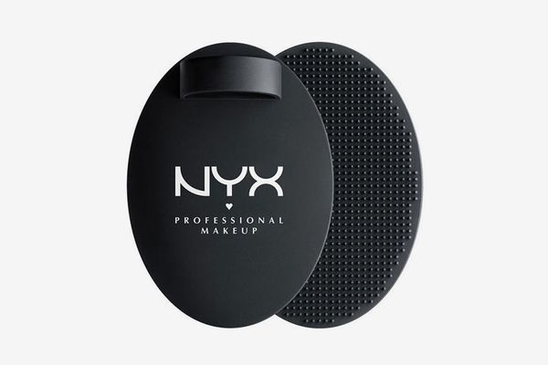 NYX on the Spot! Brush Cleansing Pad