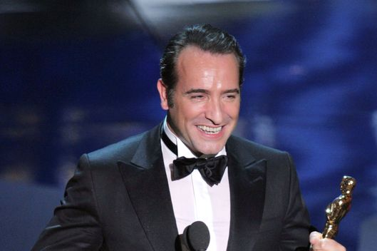 HOLLYWOOD, CA - FEBRUARY 26:  Actor Jean Dujardin accepts the Best Actor Award for 'The Artist' onstage during the 84th Annual Academy Awards held at the Hollywood & Highland Center on February 26, 2012 in Hollywood, California.  (Photo by Kevin Winter/Getty Images)