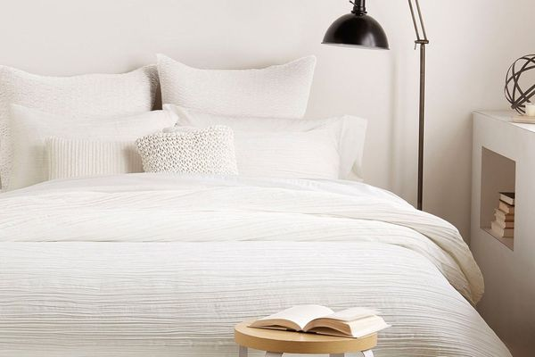 'City Pleat' Duvet Cover DKNY Queen