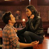 "NEW GIRL:  Nick (Jake Johnson, L) meets a tough and beautiful customer (guest star Olivia Munn, R) at the bar in the ""Bathtub"" episode of NEW GIRL airing Tuesday, Dec. 4 (9:00-9:30 PM ET/PT) on FOX."