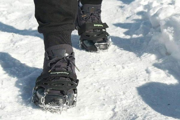 IDAND 12 Spikes Crampons Ice Snow Grips Traction Cleats System Safe Protect for Walking or Hiking on Snow and Ice Fit M//L Shoes//Boots Jogging