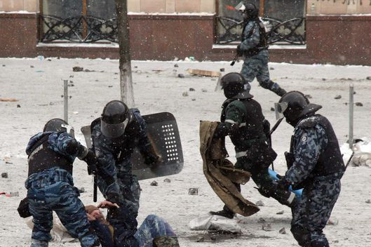 Riot police clash with protesters in the center of Kiev on January 22, 2014. Ukrainian police on Wednesday stormed protesters' barricades in Kiev amid violent clashes where two activists were shot dead, the first fatalities in two months of anti-government protests. Pitched battles raged in the centre of the Ukrainian capital as protesters hurled stones and Molotov cocktails at police and the security forces responded with tear gas, stun grenades and rubber bullets. AFP PHOTO / ANATOLIY STEPANOV        (Photo credit should read ANATOLIY STEPANOV/AFP/Getty Images)