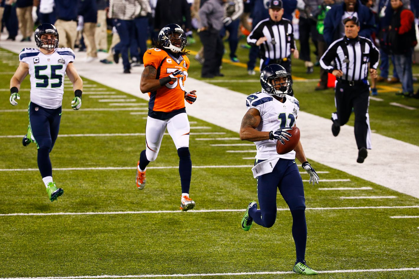 EAST RUTHERFORD, NJ - FEBRUARY 02:  Wide receiver Percy Harvin #11 of the Seattle Seahawks   returns the second half kickoff for 87 yards during the Pepsi Super Bowl XLVIII Halftime Show at MetLife Stadium against the Denver Broncos on February 2, 2014 in East Rutherford, New Jersey.  (Photo by Tom Pennington/Getty Images)
