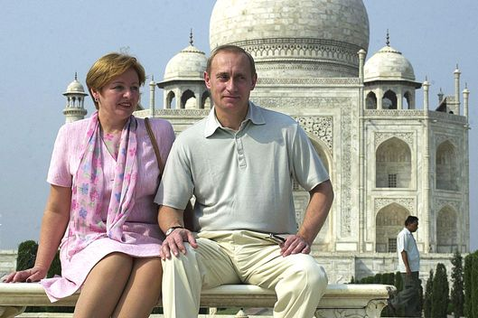 Russian President Vladimir Putin poses with his wife Lyudmila in front of the Taj Mahal 04 October 2000. Putin is on a three-day visit to India.