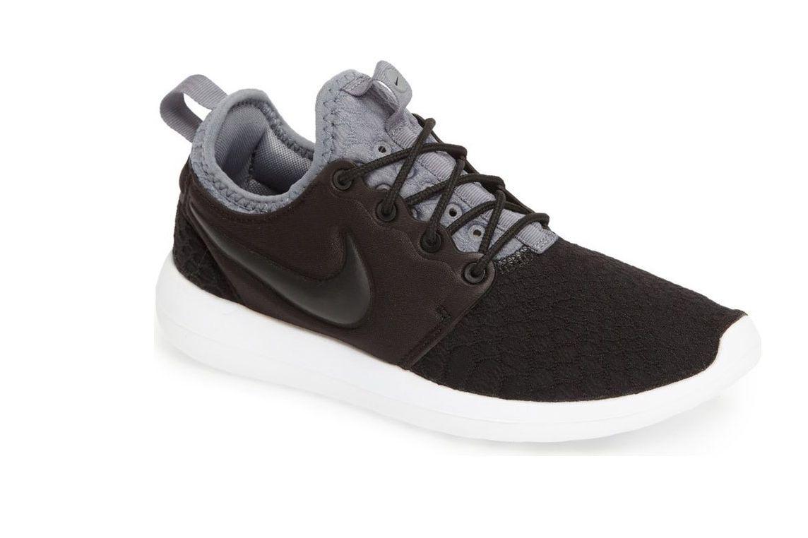 Nike Roshe Two SE Sneaker (Women's)