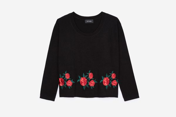 BLACK PULLOVER WITH ROSE EMBROIDERY