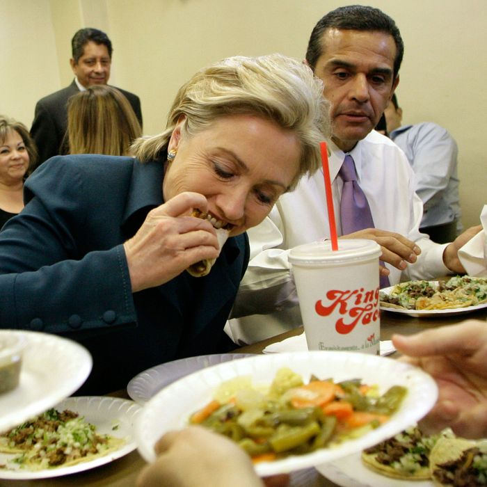 11 Jan 2008, Los Angeles, California, USA --- Democratic presidential hopeful Senator Hillary Clinton (L) eats lunch at a King Taco Restaurant with Los Angeles Mayor Antonio Villaraigosa (R) in East Los Angeles. --- Image by ? Danny Moloshok/Reuters/Corbis