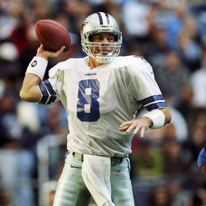 22 Nov 1998: Quarterback Troy Aikman #8 of the Dallas Cowboys in action during the game against the Seattle Seahawks at the Texas Stadium in Irving, Texas. The Cowboys defeated the Seahawks 30-22. Mandatory Credit: Stephen Dunn /Allsport