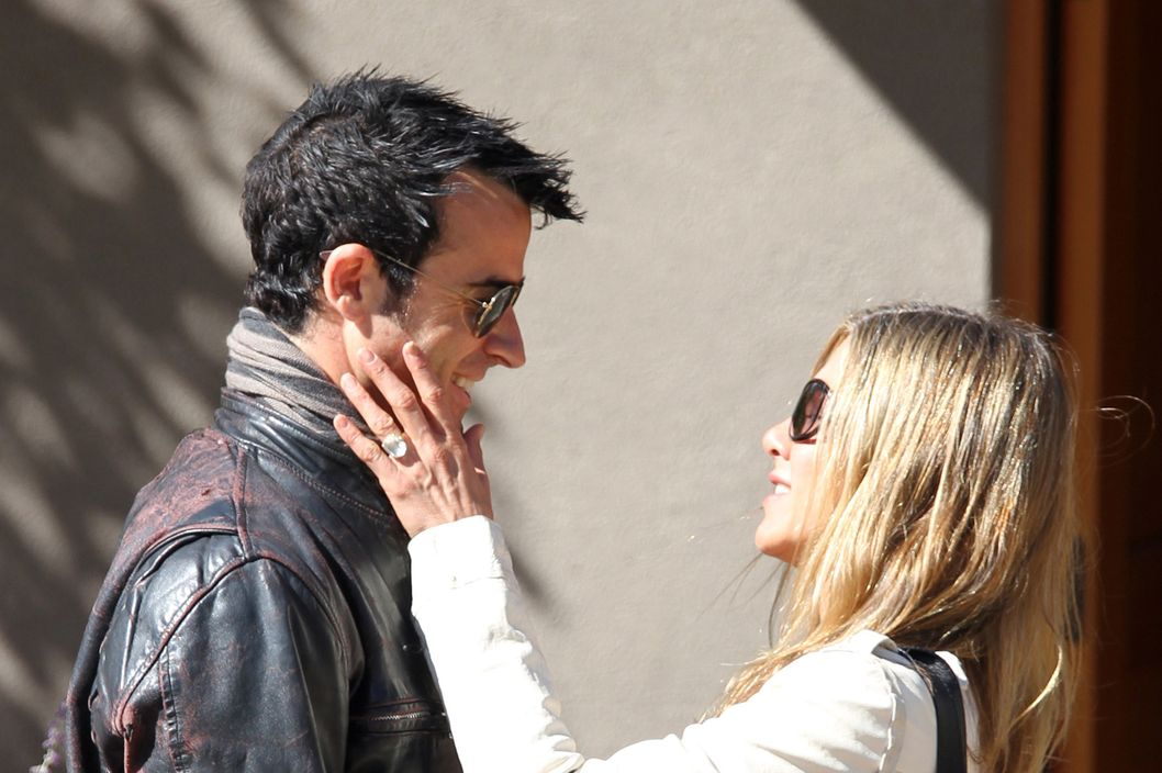 SANTA FE, NM - OCTOBER 06:  (EXCLUSIVE ACCESS; PREMIUM RATES APPLY)  Justin Theroux and Jennifer Aniston are seen October 6, 2012 in Santa Fe, New Mexico.  (Photo by Jason Thomas/FilmMagic)