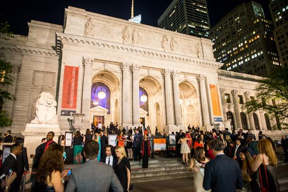 The scene outside the New York Public Library.