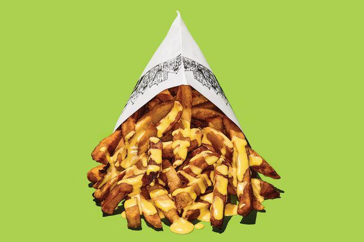 A gluttonous heap of Pommes Frites' fries.