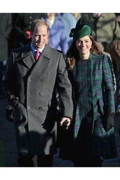 KING'S LYNN, ENGLAND - DECEMBER 25:  Prince William, Duke of Cambridge (L) and Catherine, Duchess of Cambridge (R) arrive for the Christmas Day service at Sandringham on December 25, 2013 in King's Lynn, England. (Photo by Chris Jackson/Getty Images)
