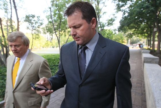 WASHINGTON, DC - JULY 13:  Baseball pitching star Roger Clemens (R), walks with his attorney Rusty Hardin (L) as he arrives at the U.S. District Court for the start of his perjury trial July 13, 2011 in Washington, DC. Seven-time Cy Young Award winner Clemens is on trial for making false statements, perjury and obstructing Congress when he testified in a February 2008 inquiry by the House Oversight and Government Affairs.  (Photo by Mark Wilson/Getty Images)