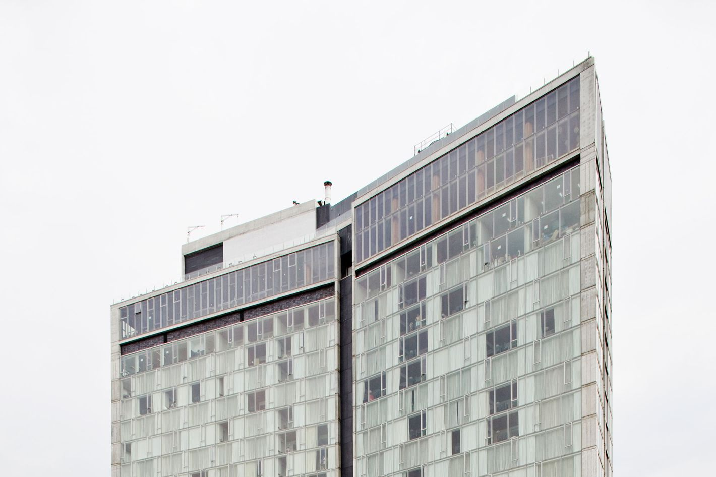 "08 Jun 2009, New York City, New York State, USA --- Andre Balazs' hotel ""The Standard"" which sits above the newly reopened High Line park in New York.  The 18 story hotel was desined by Todd Schliemann of the New York based Polshek Partnership.  --- Image by ? James Leynse/Corbis"