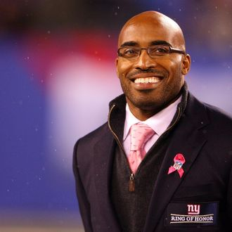 Former New York Giants Tiki Barber is inducted into the Giants.